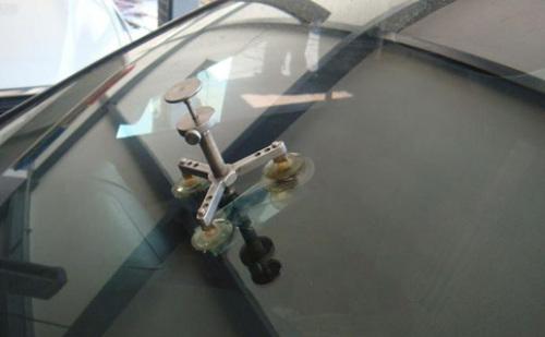 钢化玻璃表面被电焊渣烫伤修复方法