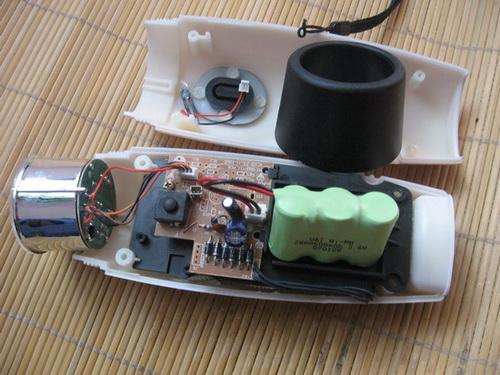手摇充电手电筒原理_手摇发电手电筒电路图求解释-手摇发电手电筒的工作原理怎么样?