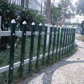 草坪围栏厂商 塑钢护栏图片
