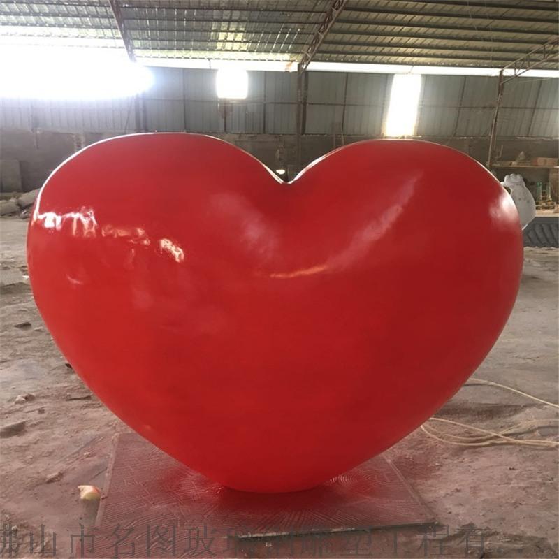 定制佛山玻璃钢爱情主题雕塑、玻璃钢心形模型雕塑
