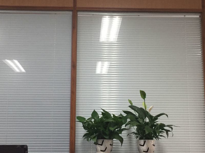 供應木紋辦公隔斷鋁型材|興發鋁業