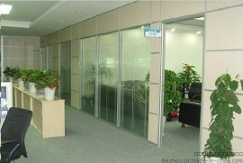 玻璃墙百叶窗维修 办公室百页帘维修 窗帘维修