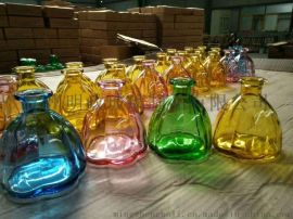 红色玻璃瓶 黄色玻璃杯 蓝色玻璃瓶 绿色玻璃瓶