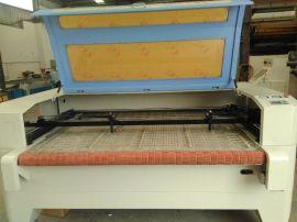全自动卷装布料激光切割机 玩具服装辅料绣花布料激光切割机1610