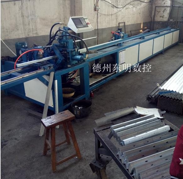 山東數控角鋼法蘭生產線價格 角鐵法蘭衝孔裁斷生產線廠家品牌
