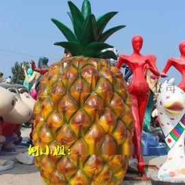 景区入口引导塑像是一组仿真玻璃钢菠萝造型雕塑