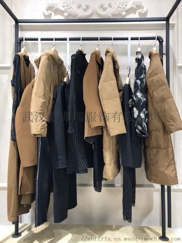 服裝進貨地有哪些【現貨】東方雪拼接羽絨服