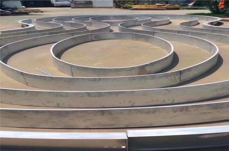 混合造型铝方管隔断 不规则豪华木纹铝方管