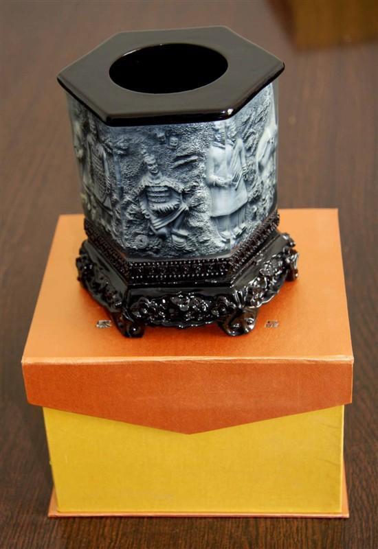 西安办公礼品-炭雕笔筒