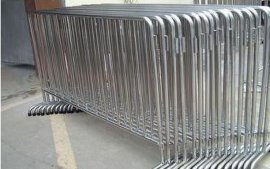 不锈钢护栏价格_深圳不锈钢围栏订做_铁马隔离栏批发