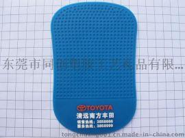 同创塑胶生产供应环保防滑垫pvc软胶微量射出滴胶车载手机防滑垫订制