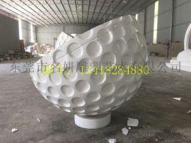 作为艺术的一种玻璃钢高尔夫球雕塑提升了球场品牌形象