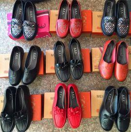 跑江湖地摊妈妈鞋软底皮鞋25元模式货源