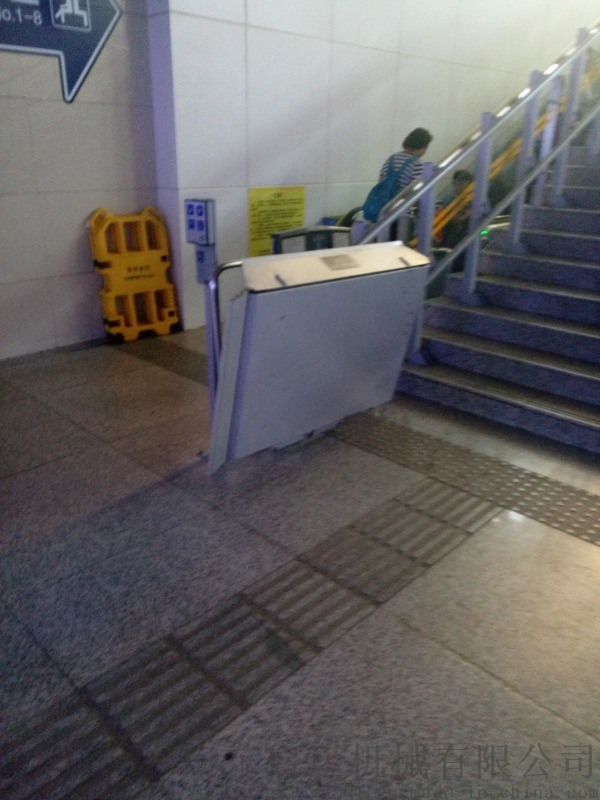 广东地铁无障碍设施高铁楼梯升降机专业定制斜挂电梯