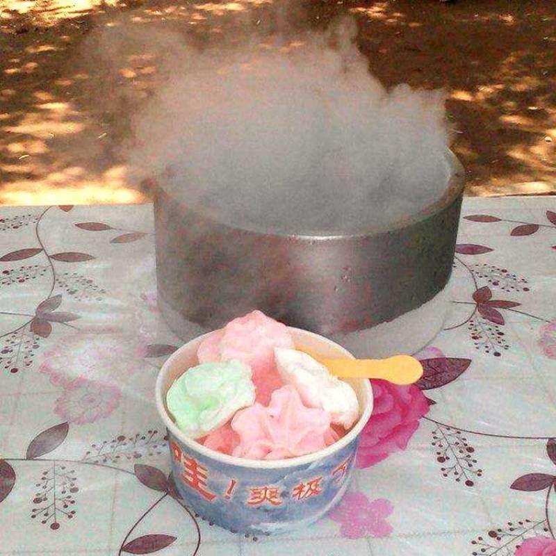 千變冰淇淋雪糕機代理5元一杯模式跑江湖地攤價格