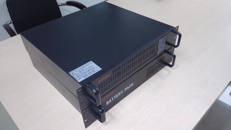 山特C1KR 1KVA/800W 機架式UPS電源 2U 內置電池 在線式穩壓