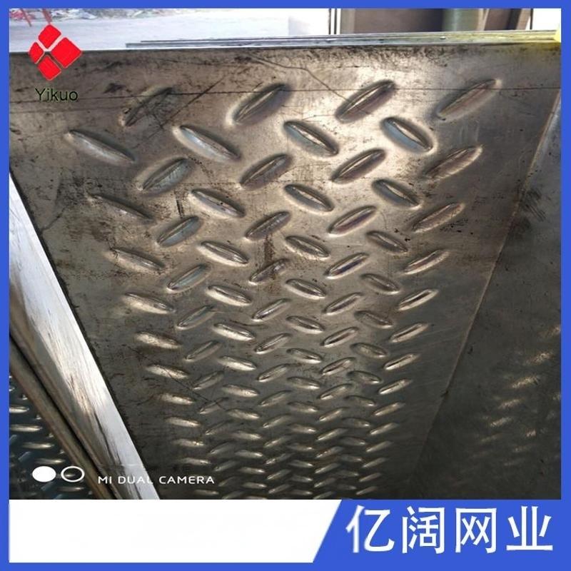 金属鳄鱼嘴 钢板防滑方孔冲孔网板 厂家直销车间楼梯台面防滑板