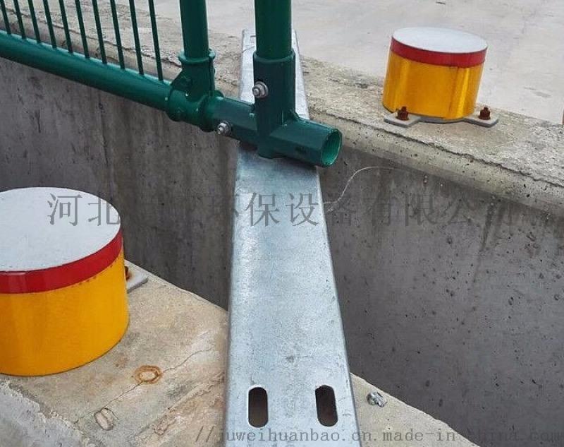 路侧混凝土护栏上层轮廓标