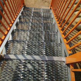 热镀锌防滑板 冲孔防滑板 工程建筑鳄鱼嘴脚踏板