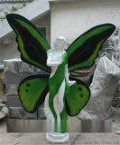来蝴蝶谷景区观赏玻璃钢花仙女雕塑创造了美丽的环境
