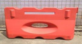 阳江交通设施 供应优质水马铁马 优质路锥方锥圆锥 防撞桶  示柱 爆闪灯黄闪灯厂家价格