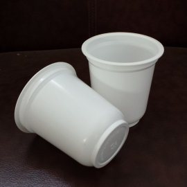 山东厂家供应300ml彩印酸奶杯 PP乳白色酸奶杯 耐高温酸奶杯