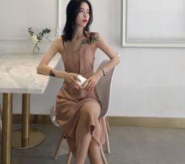 2020新款夏季小黑裙時尚氣質露肩高腰修身復古吊帶裙中長連衣裙女