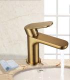 金色单柄洗手盆水龙头 AQUAmate适意卫浴