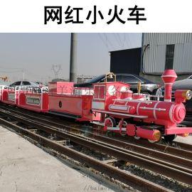 山东青岛景区轨道观光小火车为游客提供了方便