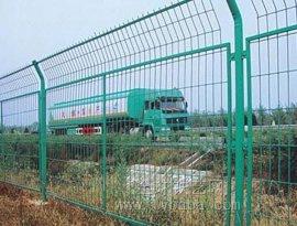 框架护栏网.山东铁路栅栏高速隔离框架网围栏-河北华久金属