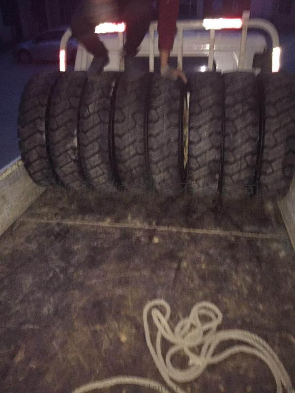 厂家直销工程机械轮胎1100-20实心轮胎工程车辆或机械设备专用