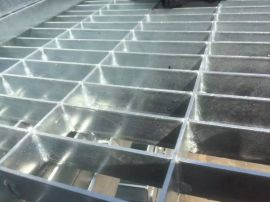 钢梯踏步板_钢梯踏步板厂家_钢梯踏步板规格_钢梯踏步板价格_安平森驰