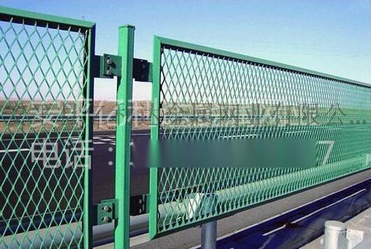 安平亿利达厂家供应高速防眩网,钢板网护栏,菱形网,菱形钢板网