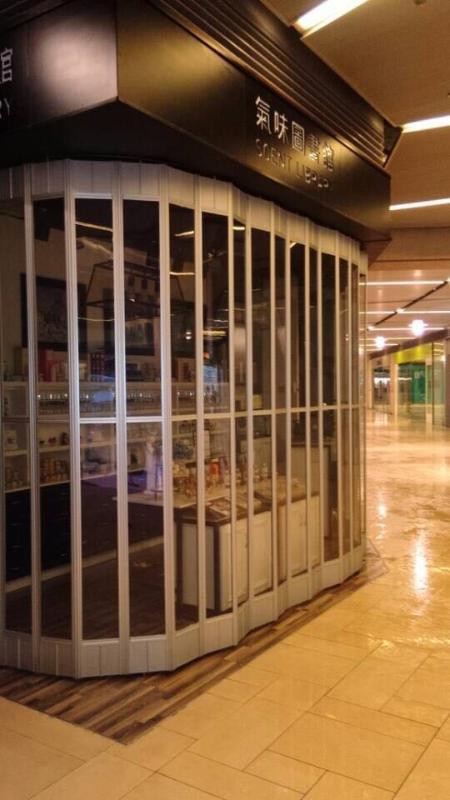 上海萨都奇手动PVC水晶折叠门 铝合金水晶折叠门 推拉水晶折叠门厂家直销 量多从优