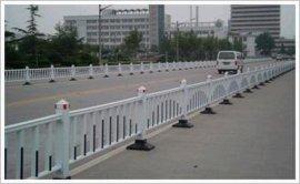 供应京式道路护栏网,铁艺栅栏网