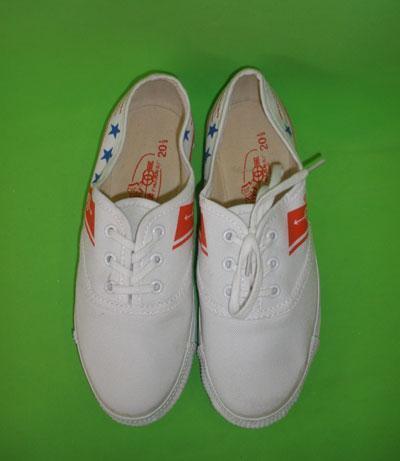 白色運動布鞋防臭