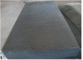 供应金属板网  球场钢板镀锌护栏网 不锈钢钢板网  浸塑钢板护栏网