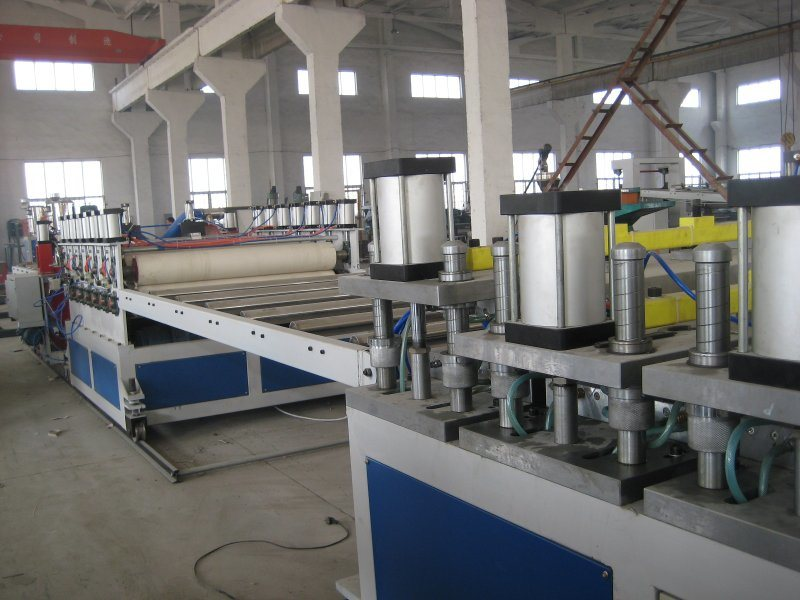 青岛隆昌捷机械PVC木塑建筑模板生产线成套设备