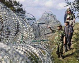 边境铁丝网架设新疆内蒙地区边界线上