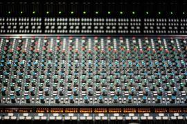 舞台音响设备里调音台的设置是否复杂?