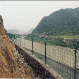 威海护栏网1.8米*3.0米乳山万通现货供应