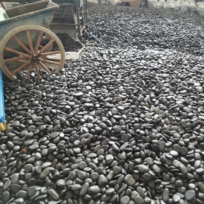 黑色鹅卵石_4-5公分黑色高抛鹅卵石_黑色鹅卵石!
