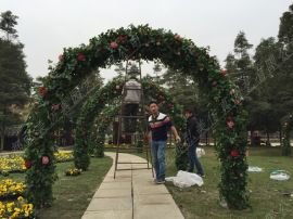 成都  婚庆拱门 成都鲜花拱门 玫瑰花拱门 成都  仿真花拱门生产定制