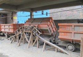 往复式侧翻式矿车