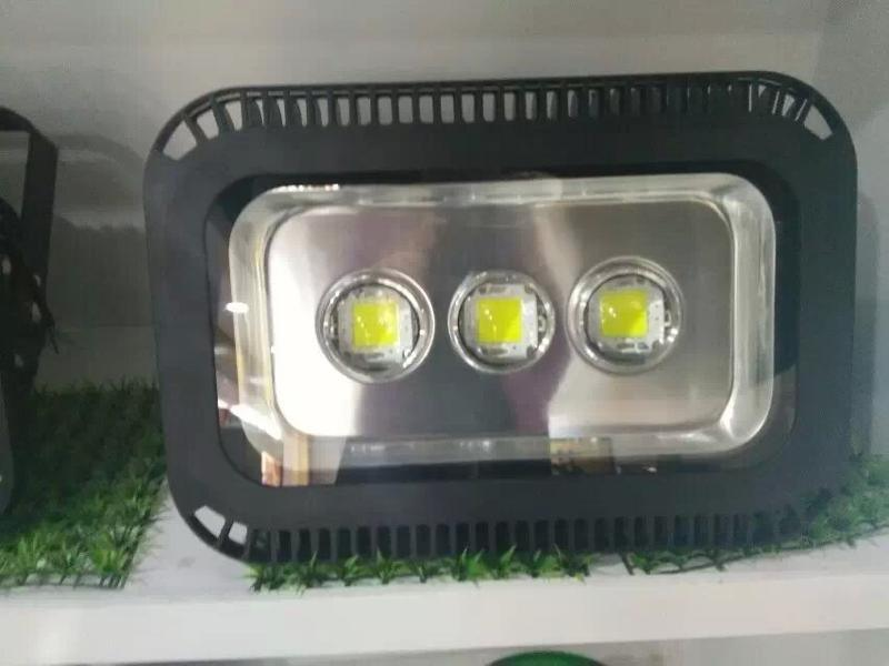 LED隧道燈60W-300W可定做,專注道路照明燈具生產,追求品質   舉報