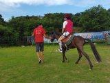 深圳骑马怎样让马左转