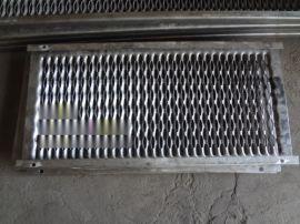 防滑冲孔板、楼梯防滑板、防滑脚踏板定制
