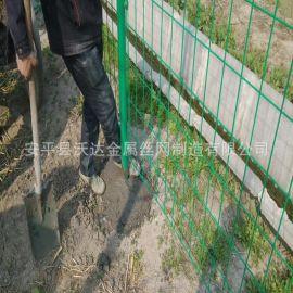 厂家供应**铁丝防护网 绿**片护栏 场地安全护栏网