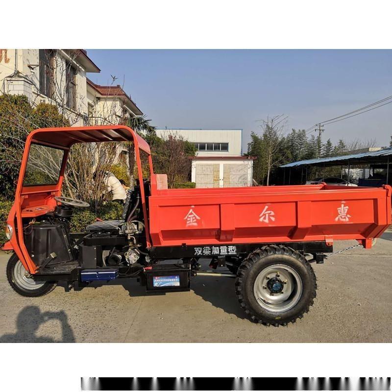 拉渣草的农用三轮车 流行于中国乡镇运输车