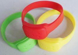 新一代硅胶驱蚊手环